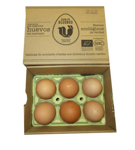 6 huevos ecologicos de gallinas de montaña en una caja de carton con logo europeo ecologico