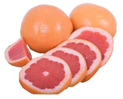 pomelos enteros y pomelos cortados en rodajas