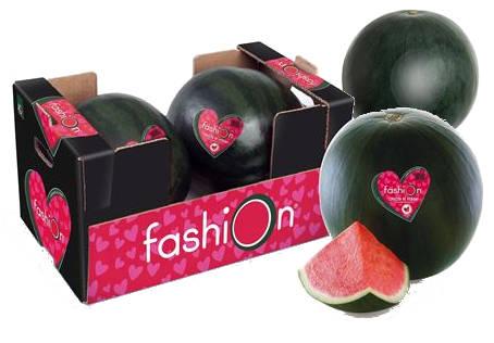 Sandias fashion dentro de una caja y una porcion de sandia fashion