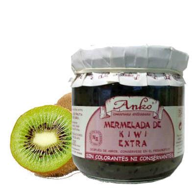 Tarro de cristal de mermelada de kiwi y unos kiwis naturales al lado