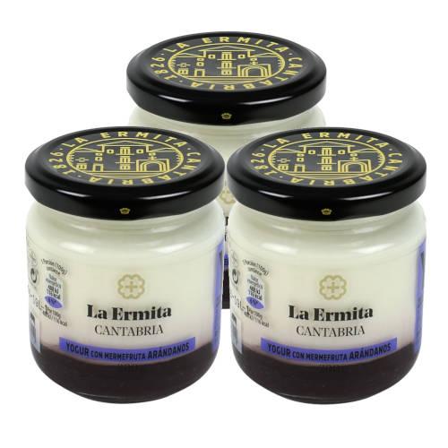 3 tarros de cristal de yogur con arandanos