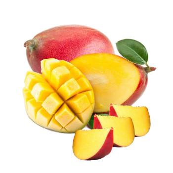 Mango extra entero, otro mango cortado a la mitad, rodajas de mango y mango pelado viendo su interiorr