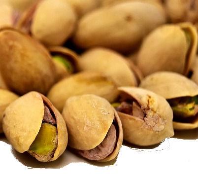 un puñado de pistachos ya maduros