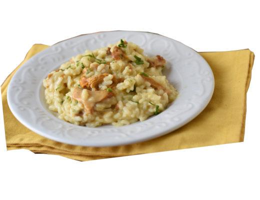 plato con risotto con rebozuelos